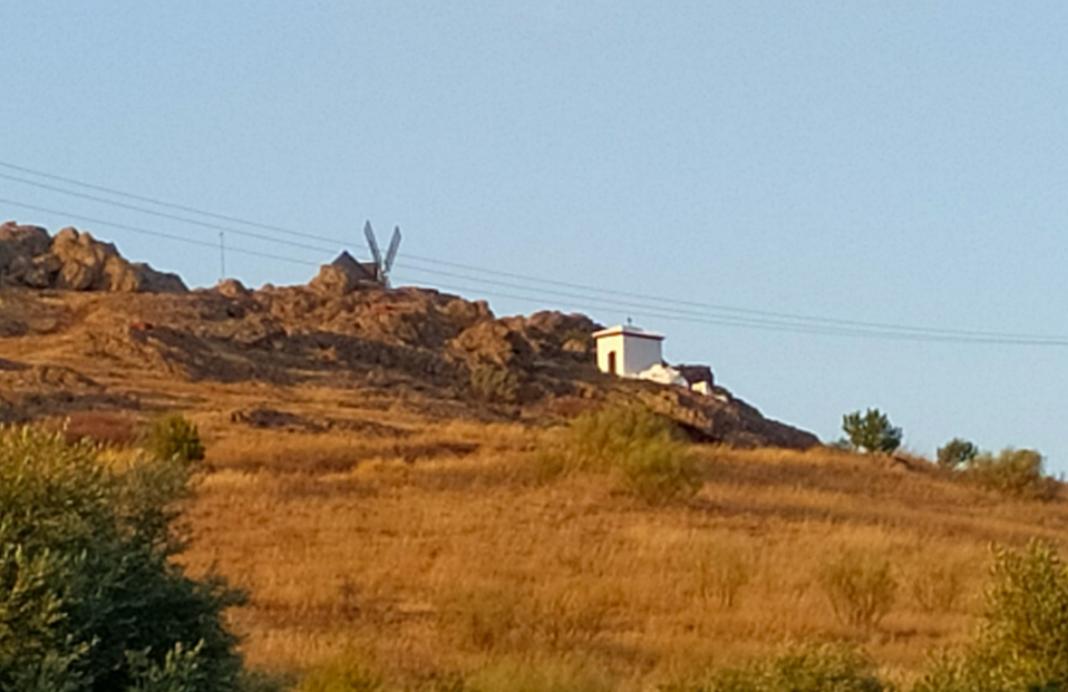 Destrozos en la ermita El Sepulcrillo de la Sierra de San Cristóbal 10