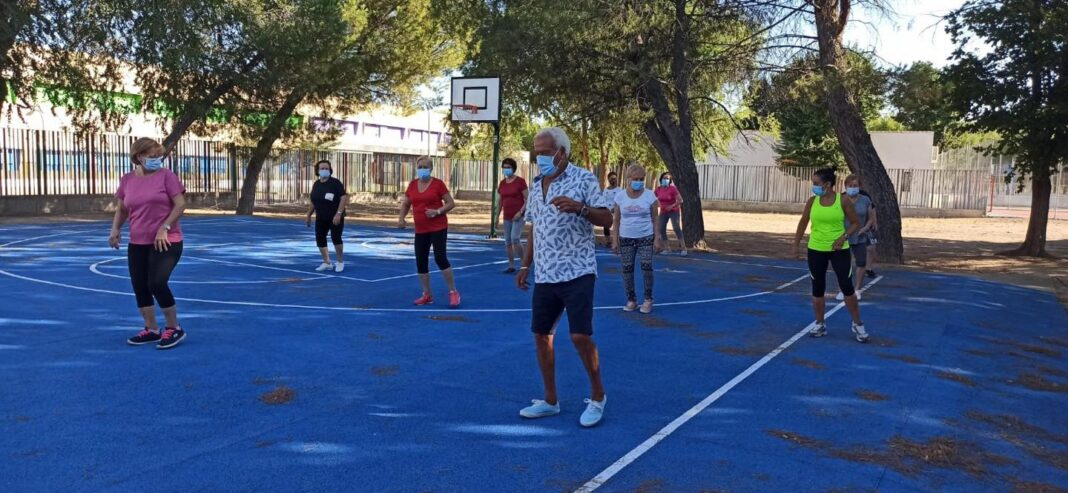 actividades mayores verano 2020 herencia 5 1068x493 - Los mayores de Herencia siguen activos con la programación de verano