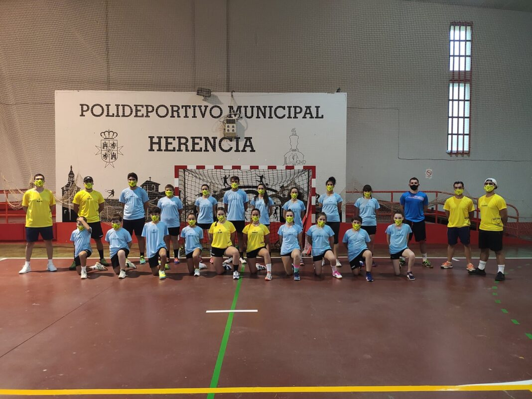 agosto clinic tecnificacion balonmano herencia 1068x801 - Segunda semana del I Clínic de Tecnificación en Herencia