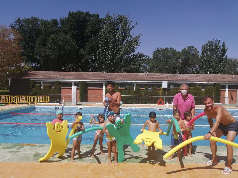 Clausura de los cursillos de natación de julio en Herencia 26