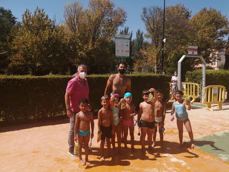 Clausura de los cursillos de natación de julio en Herencia 27