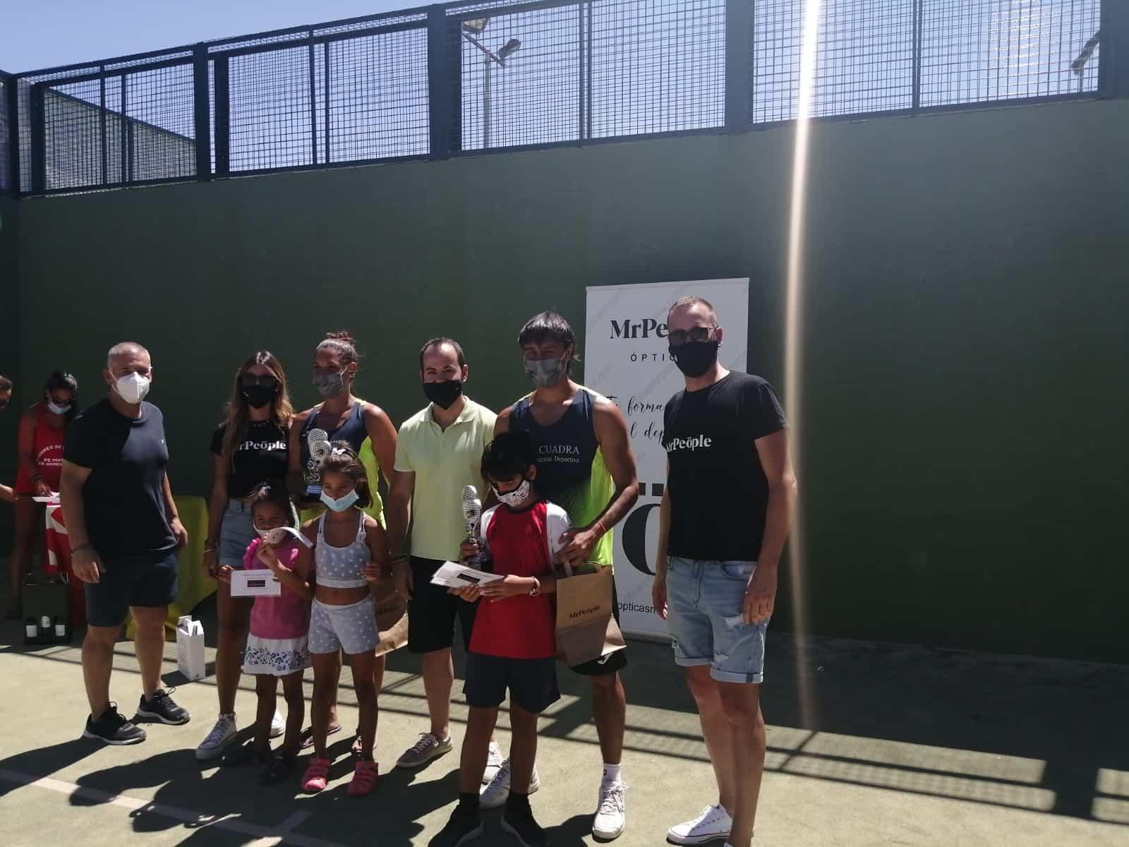 Entrega de trofeos del Torneo de Pádel en este verano atípico 9