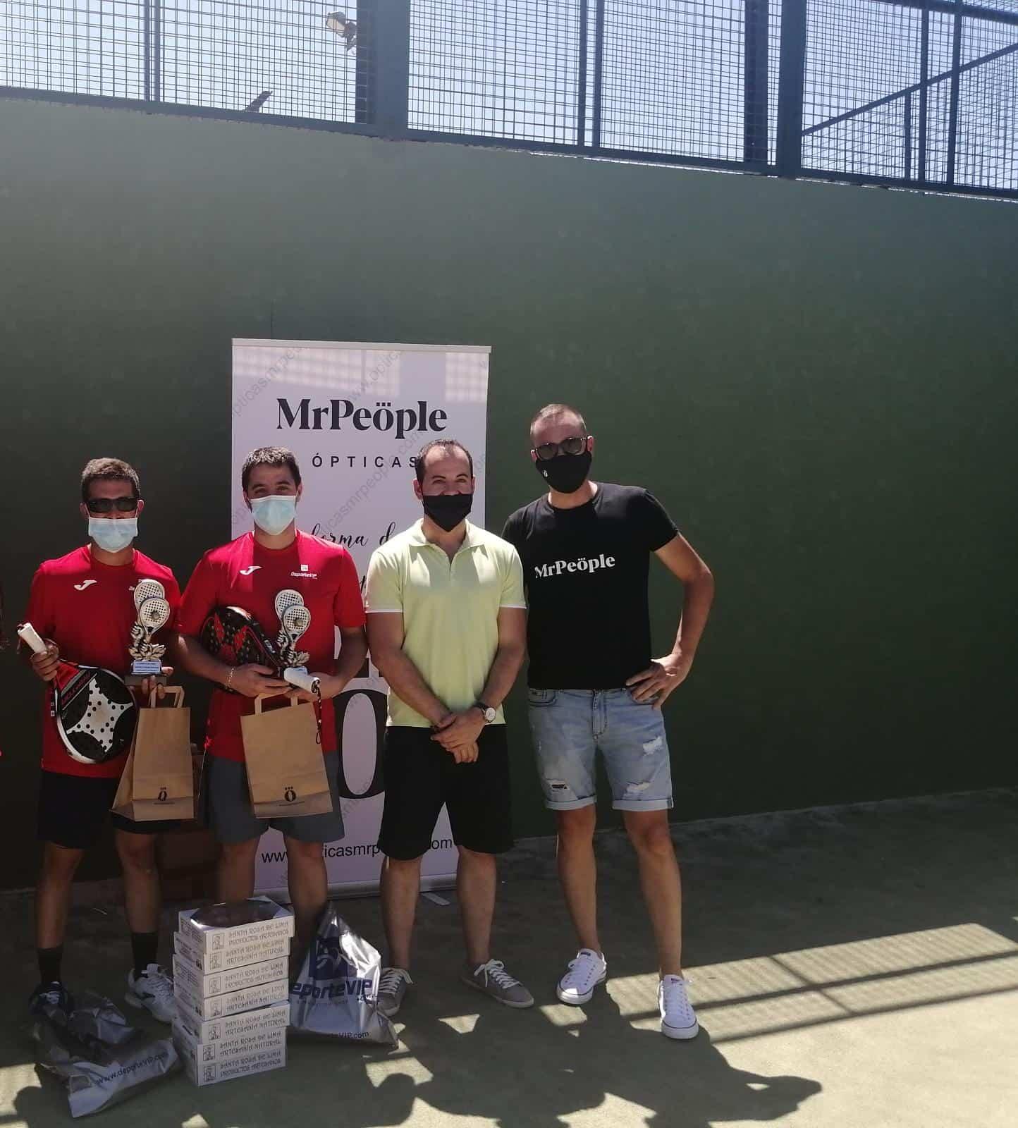 Entrega de trofeos del Torneo de Pádel en este verano atípico 8