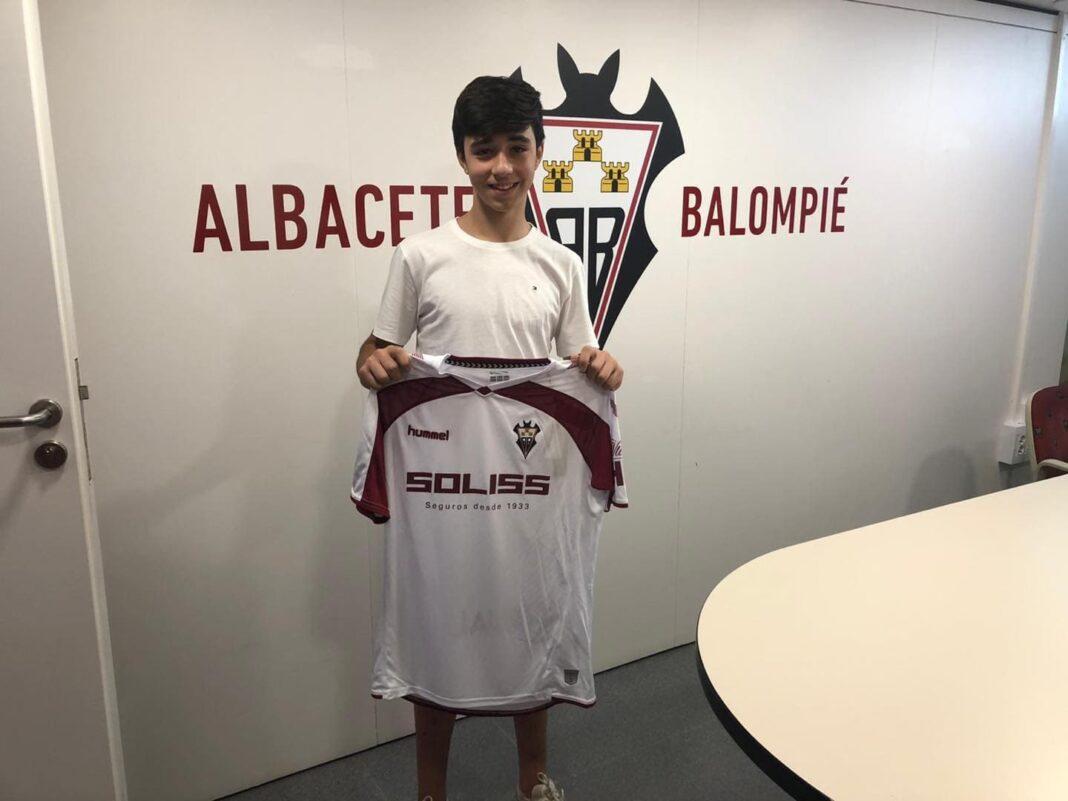 hugo gallego albertos mora herenciano albacete balompie 1068x801 - El herenciano Hugo Gallego-Albertos jugará en el Albacete Balompié