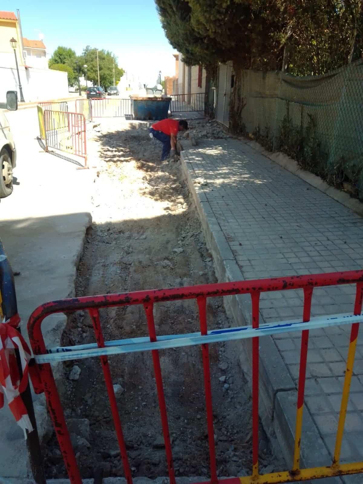 obras vias publicas herencia 1 - Continua la conservación de las vías públicas en Herencia