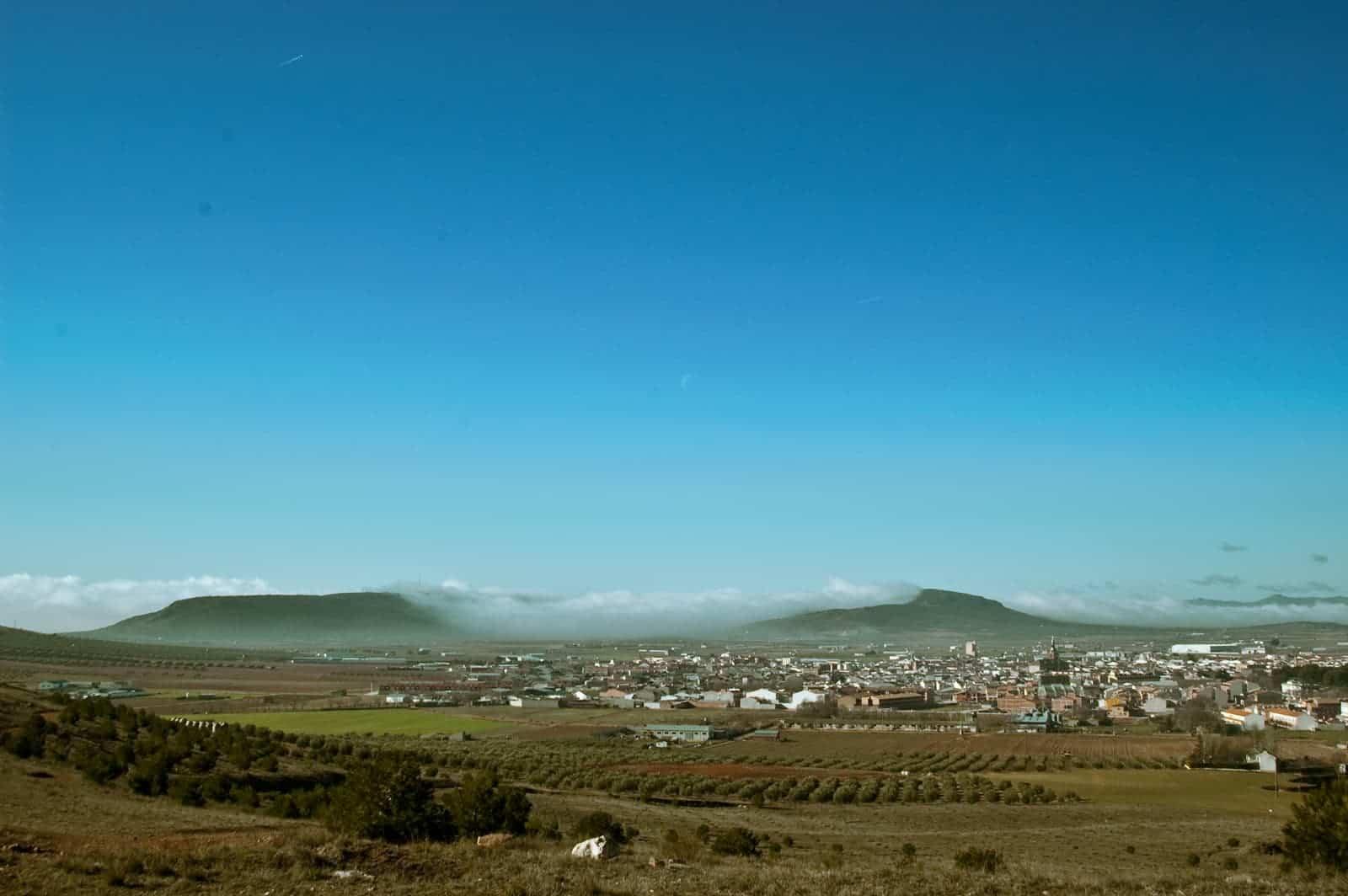 panoramica herencia desde sierra - Herencia en el concurso para elegir El Pueblo más bonito de Castilla-La Mancha 2020