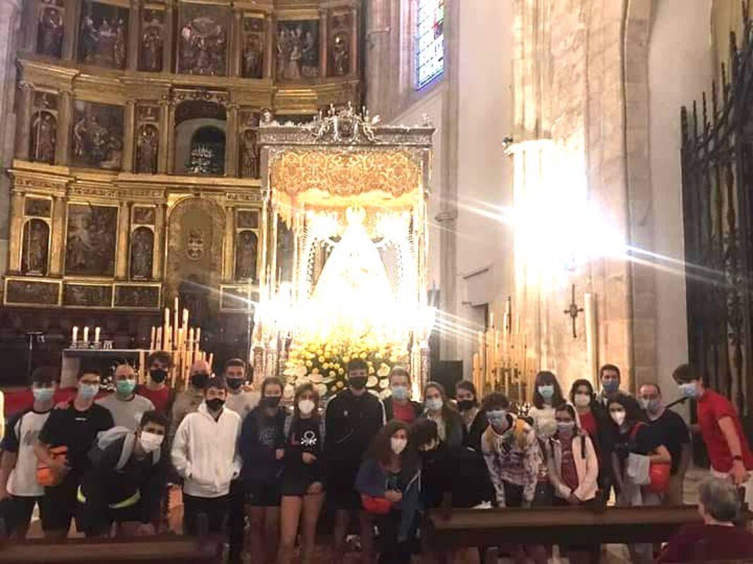 Jóvenes de la parroquia realizan una peregrinación nocturna hasta la catedral de Ciudad Real 1