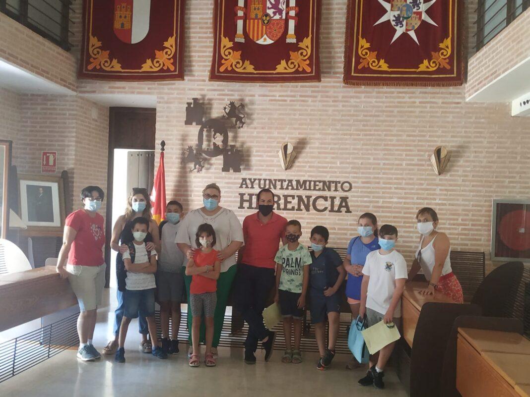 """Alumnos de """"Educar, Crecer y Convivir"""" visita el Salón de Plenos de Herencia 4"""