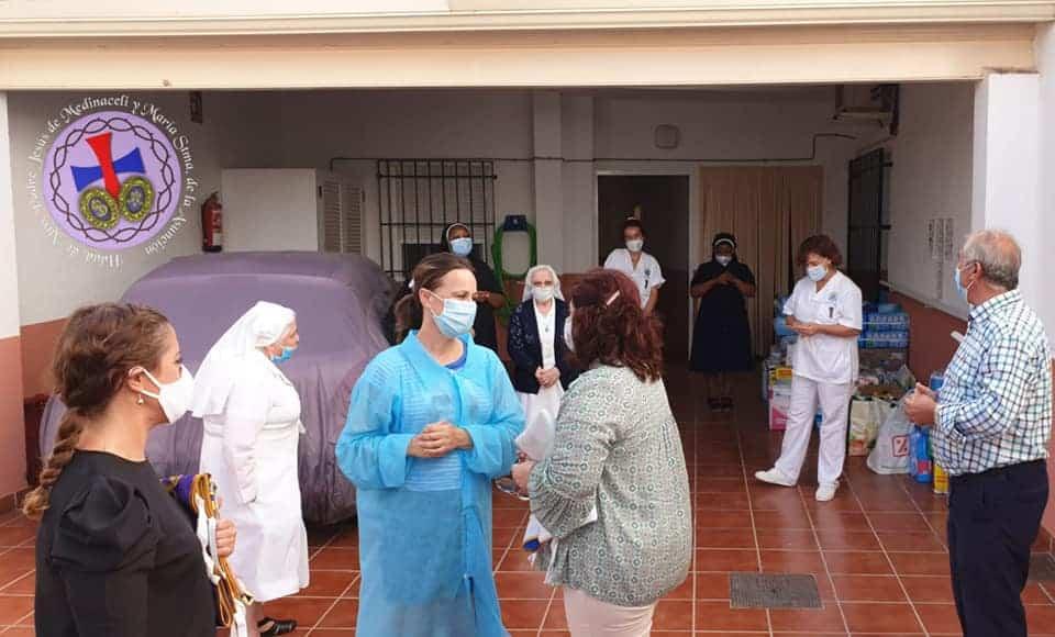Medinaceli entrega material de higiene a la residencia - La hermandad de Medinaceli entrega material de higiene y limpieza a la residencia San Francisco