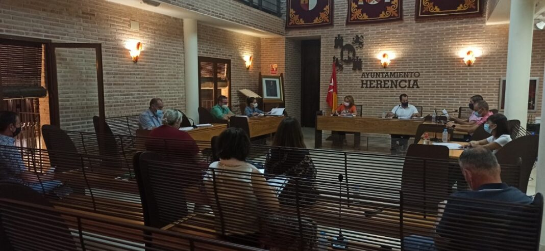 pleno municipal de Herencia 1068x493 - Aprobado el plan económico y financiero del Ayuntamiento de Herencia