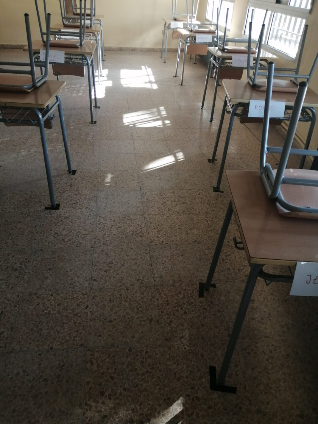 visita ceip carrasco alcalde curso seguro clases 1068x1424 - CEIP Carrasco Alcalde de Herencia prepara el inicio de curso seguro
