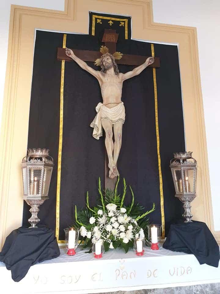 La hermandad de Medinaceli engalana la capilla del cementerio durante el mes de noviembre 5
