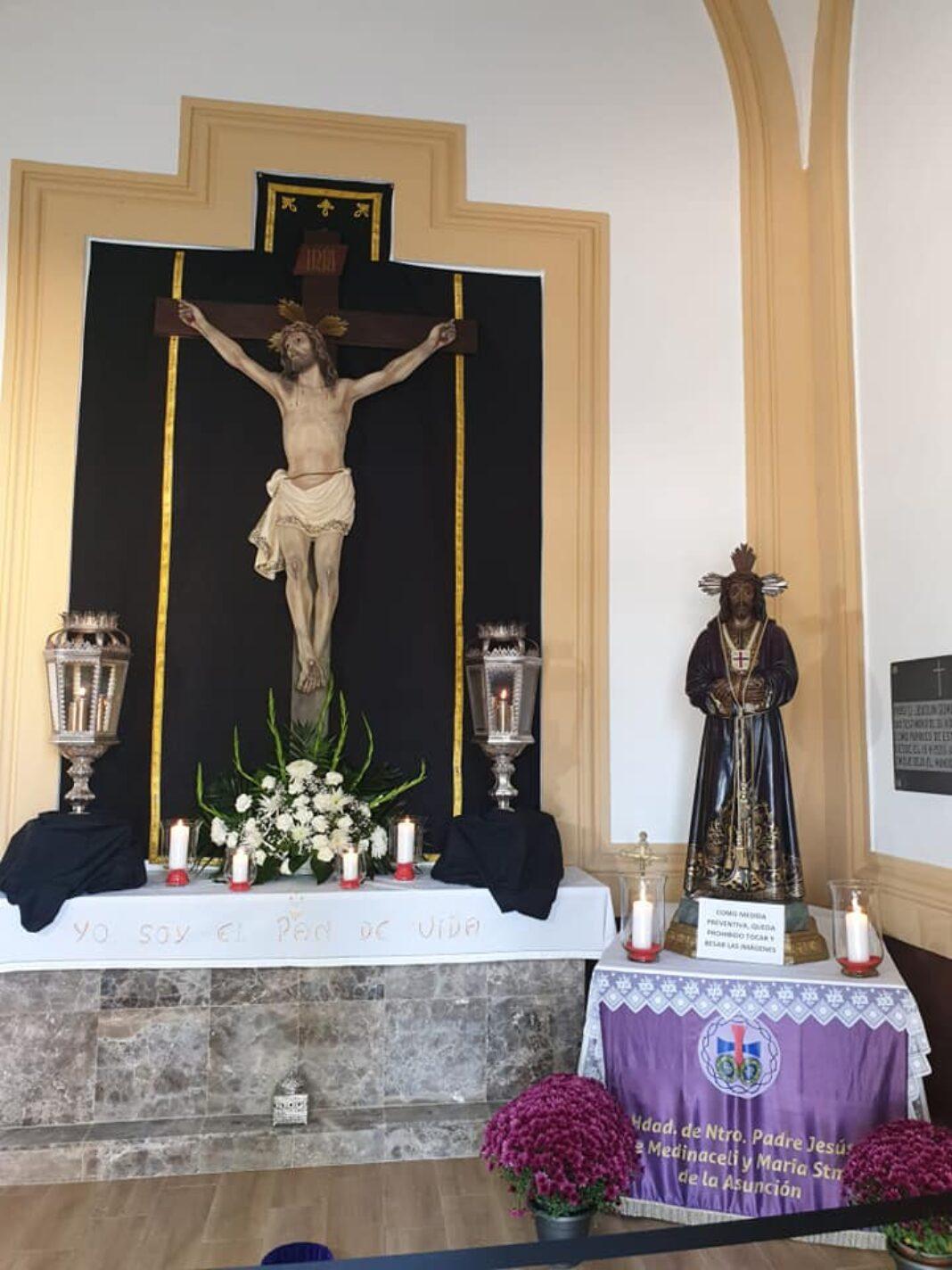 La hermandad de Medinaceli engalana la capilla del cementerio durante el mes de noviembre 7