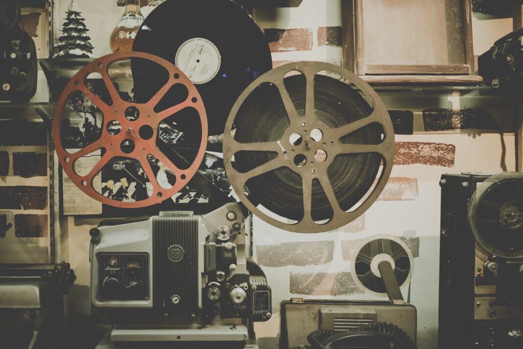 maquina cine vintage 1068x712 - Cine por la Igualdad en el Cinefórum por el Día de la Mujer Rural