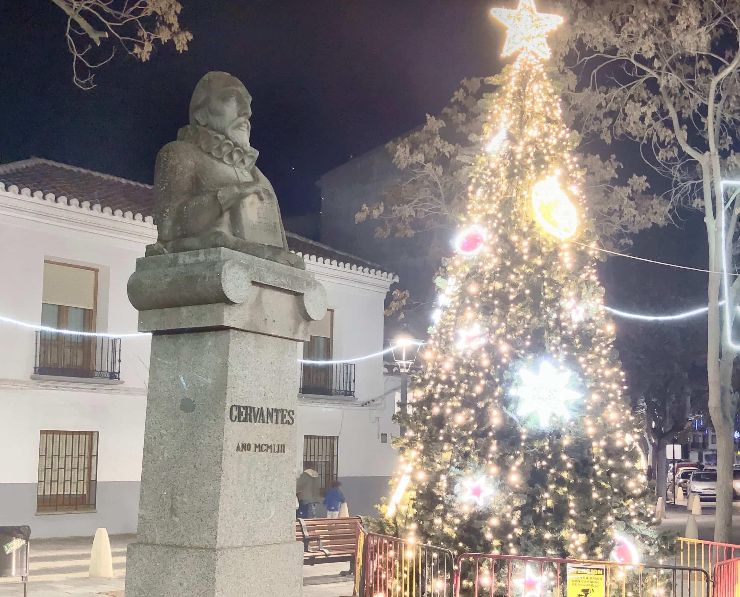 Restaurada la escultura de Cervantes como parte del patrimonio artístico herenciano 18