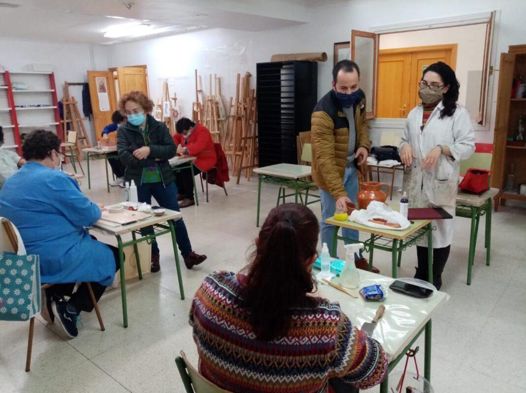 La Universidad Popular de Herencia se desarrolla con seguridad y grupos reducidos 7