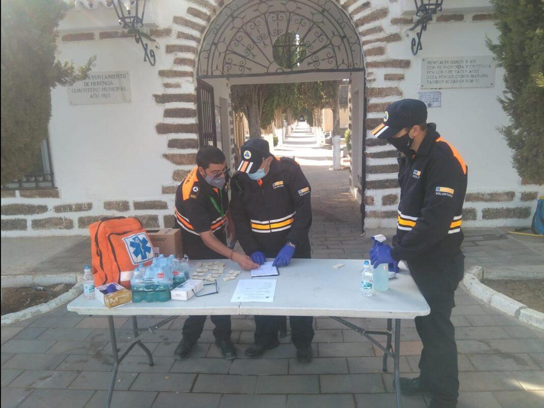 Protección Civil gestionó el control de aforo del Cementerio en esta atípica fiesta de Todos los Santos 7