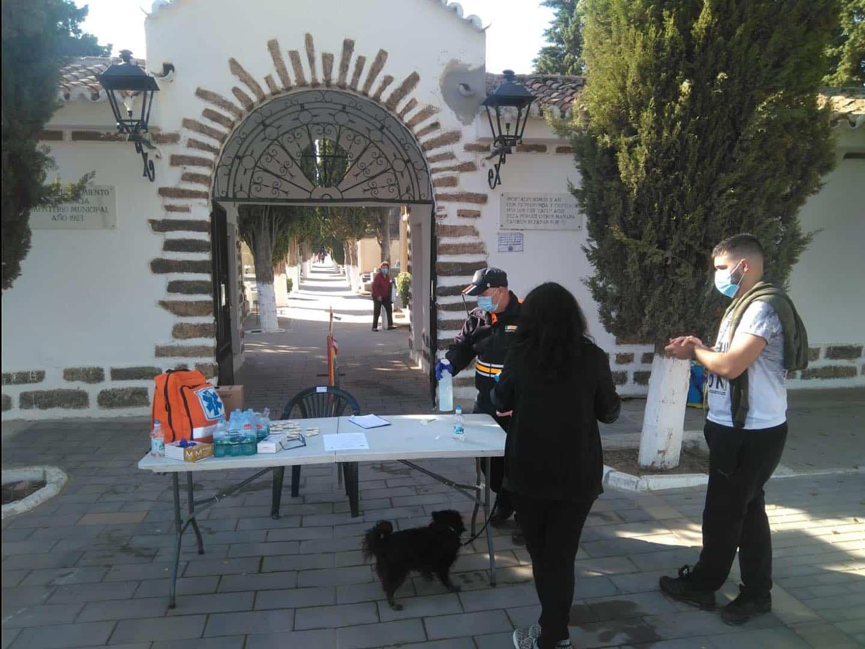 Protección Civil gestionó el control de aforo del Cementerio en esta atípica fiesta de Todos los Santos 6
