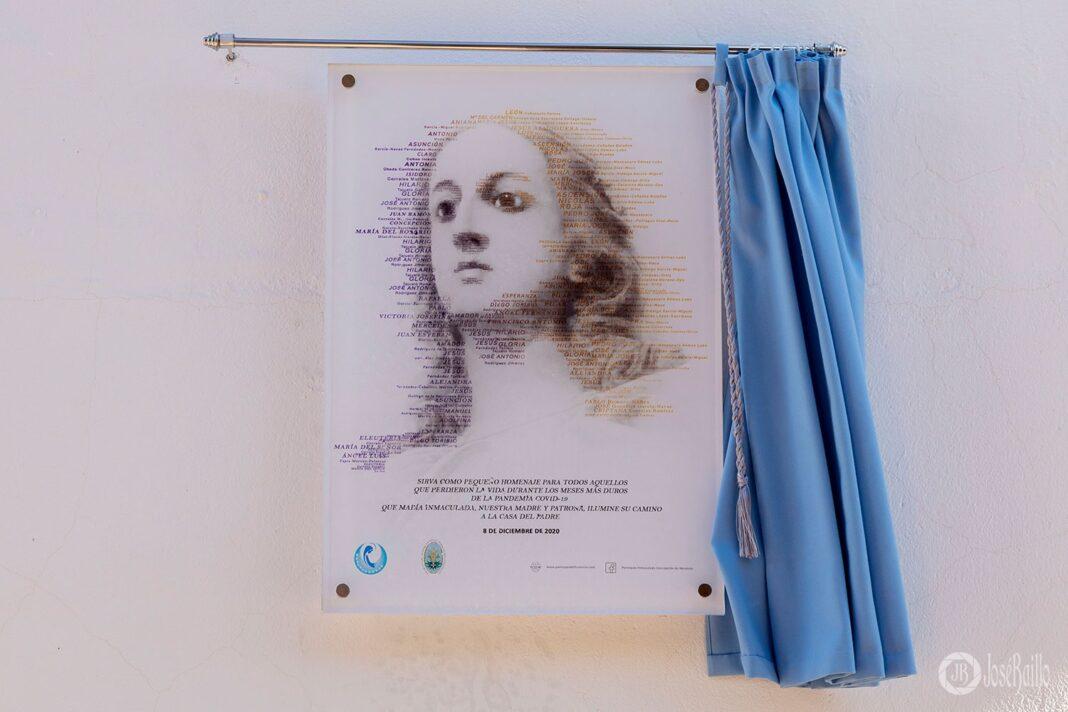 Una placa conmemora a las personas fallecidas en los meses del confinamiento 14