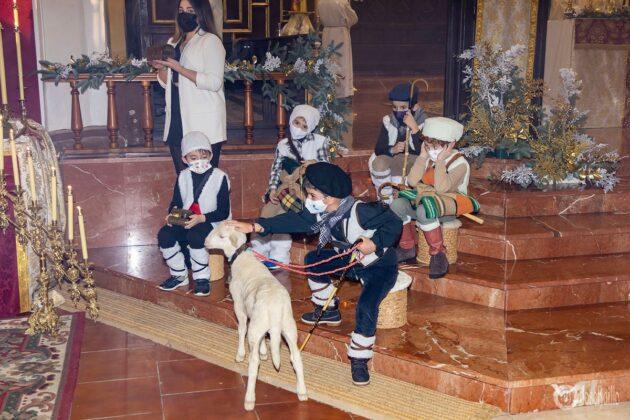 Galería fotográfica del belén viviente y misa de vigilia de Navidad 77
