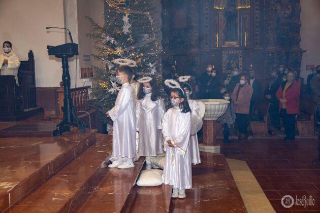 Galería fotográfica del belén viviente y misa de vigilia de Navidad 76