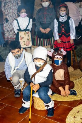 Galería fotográfica del belén viviente y misa de vigilia de Navidad 75