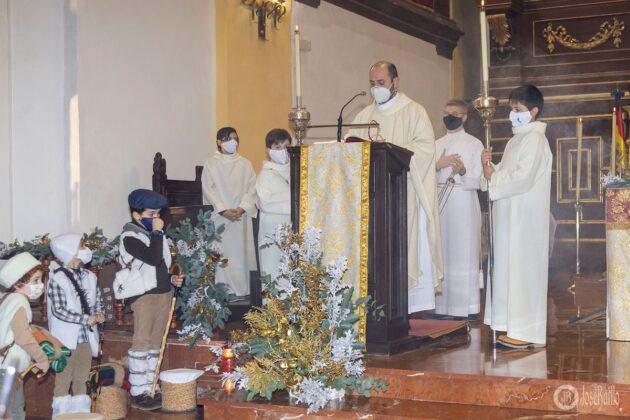 Galería fotográfica del belén viviente y misa de vigilia de Navidad 60