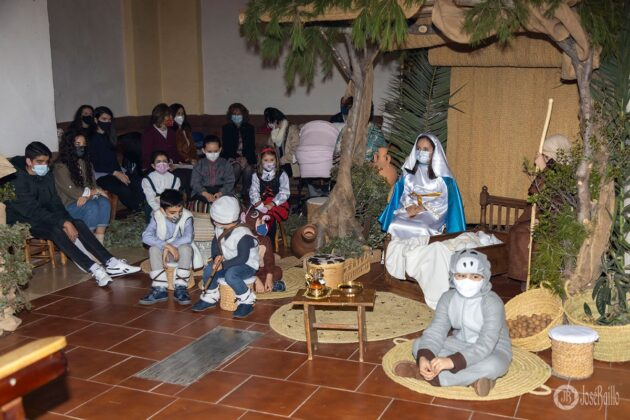Galería fotográfica del belén viviente y misa de vigilia de Navidad 59