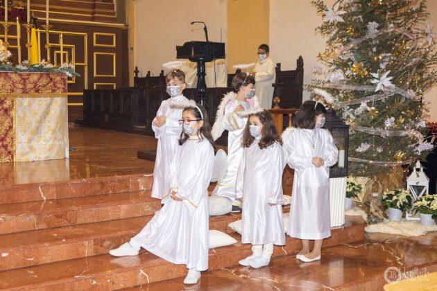 Galería fotográfica del belén viviente y misa de vigilia de Navidad 44