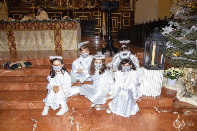 Galería fotográfica del belén viviente y misa de vigilia de Navidad 32