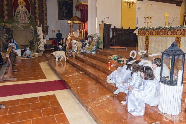 Galería fotográfica del belén viviente y misa de vigilia de Navidad 25