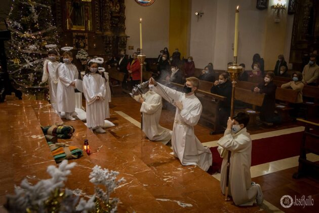 Galería fotográfica del belén viviente y misa de vigilia de Navidad 23