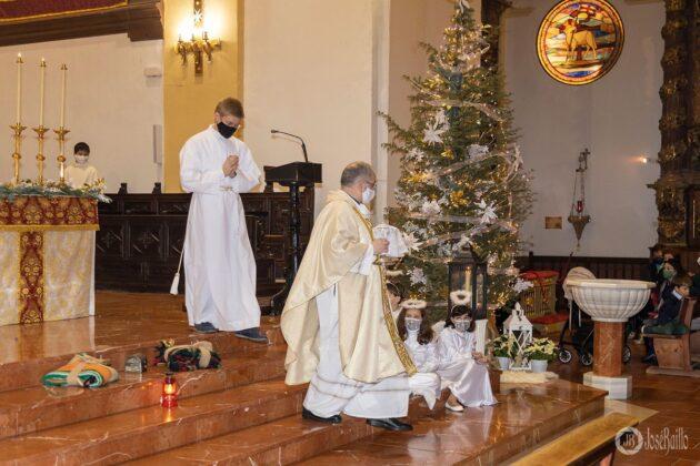 Galería fotográfica del belén viviente y misa de vigilia de Navidad 16