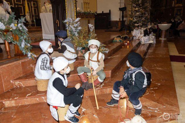 Galería fotográfica del belén viviente y misa de vigilia de Navidad 1