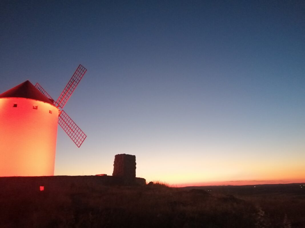 Herencia iluminó los molinos de rojo por el Día Mundial del Sida 1