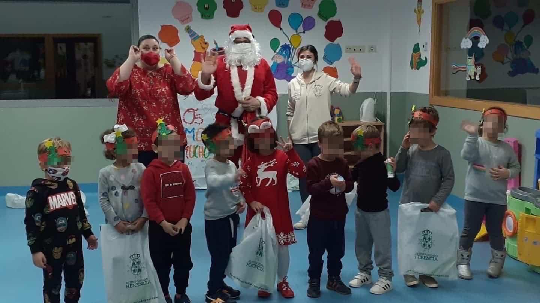 Papá Noel estuvo con los niños de la Ludoteca Municipal de Herencia 3