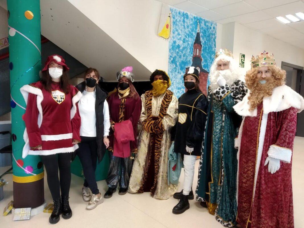 Los Reyes Magos visitan el CEIP Carrasco Alcalde en Herencia 19