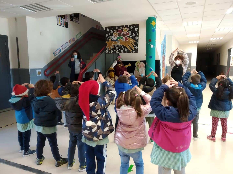 Los Reyes Magos visitan el CEIP Carrasco Alcalde en Herencia 14