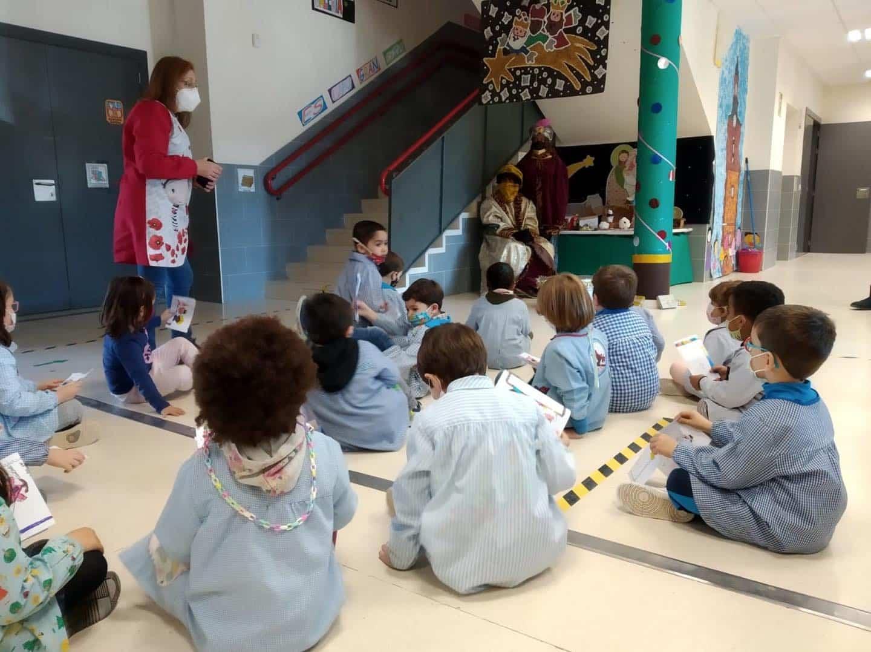 Los Reyes Magos visitan el CEIP Carrasco Alcalde en Herencia 17