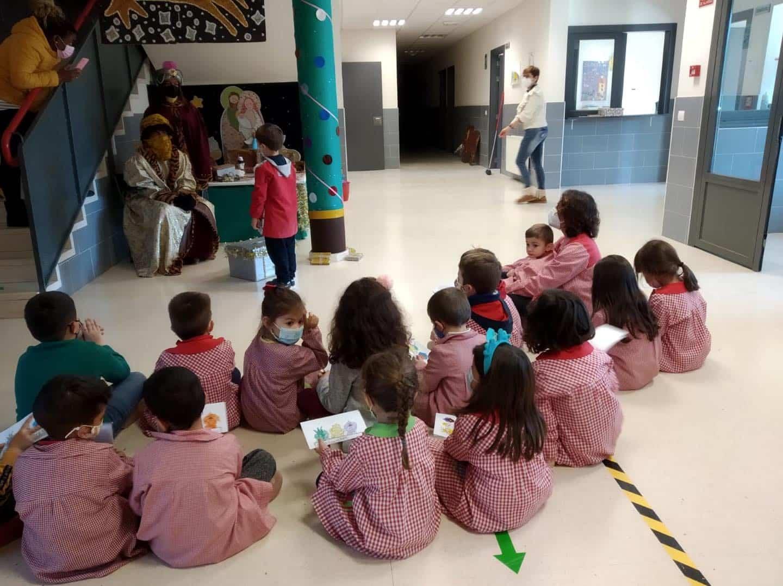 Los Reyes Magos visitan el CEIP Carrasco Alcalde en Herencia 18