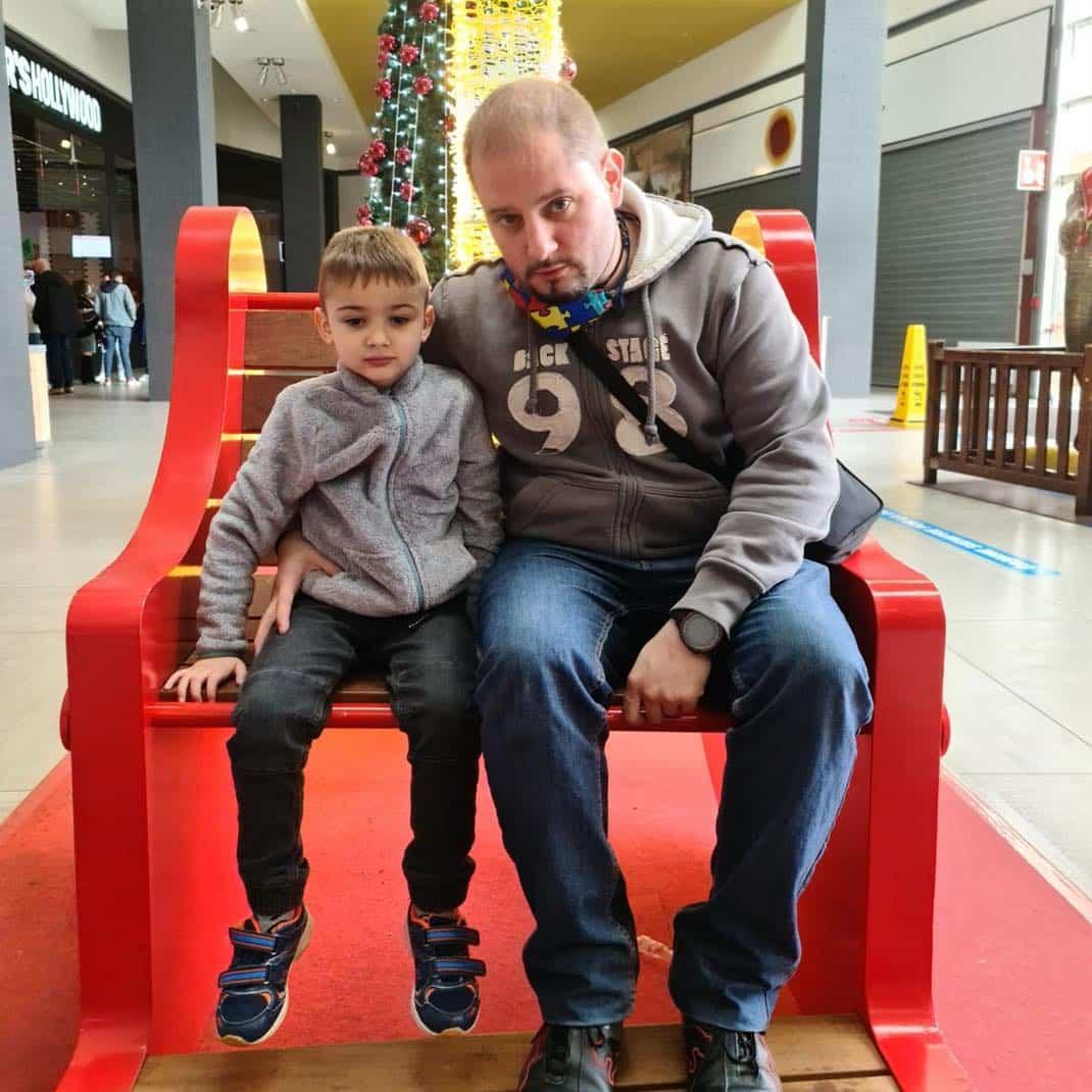 Proyecto para ayudar al pequeño herenciano Ezra a conseguir un perro de asistencia 3