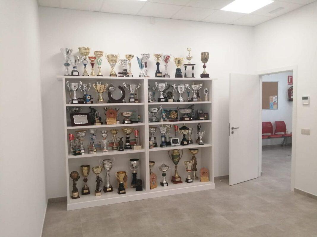 Exposición permanente de trofeos en la oficina del Servicio Municipal de Deportes de Herencia 4