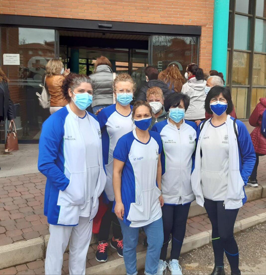 Las trabajadoras del Servicio de Ayuda a Domicilio reciben la vacuna del Covid-19 1