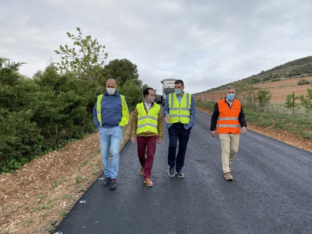 Nueva pavimentación de la vía de acceso a la emisora en Herencia 4