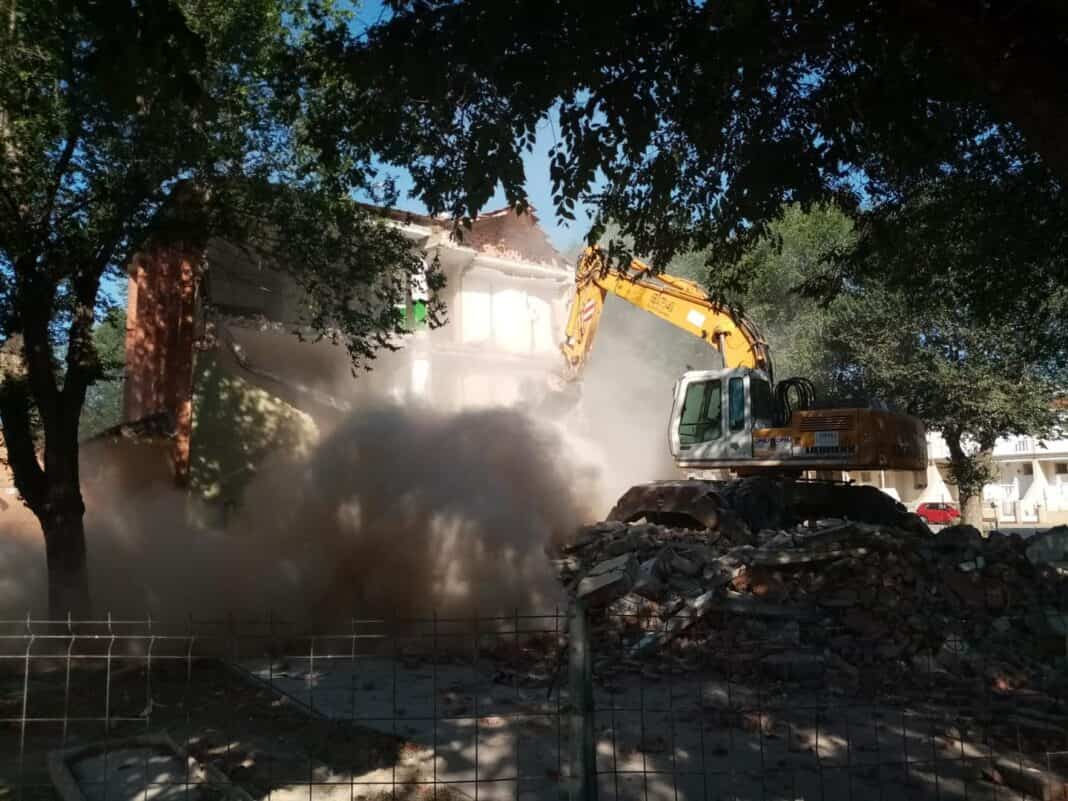 Comienza la demolición del antiguo colegio del Cristo en Herencia 4