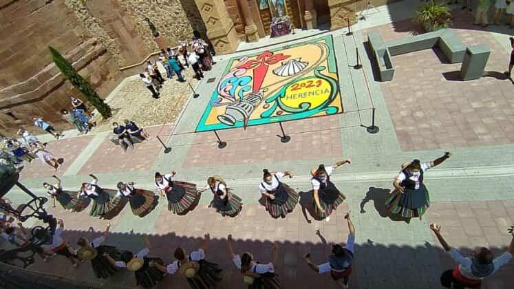 Galería de imágenes de la alfombra Xacobea realizada por la hermandad de Jesús de Medinaceli 9