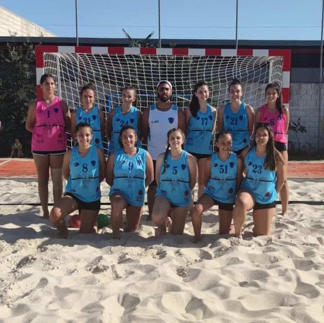 El Cadete Femenino pasa a segunda ronda en el circuito regional de Balonmano Playa 1