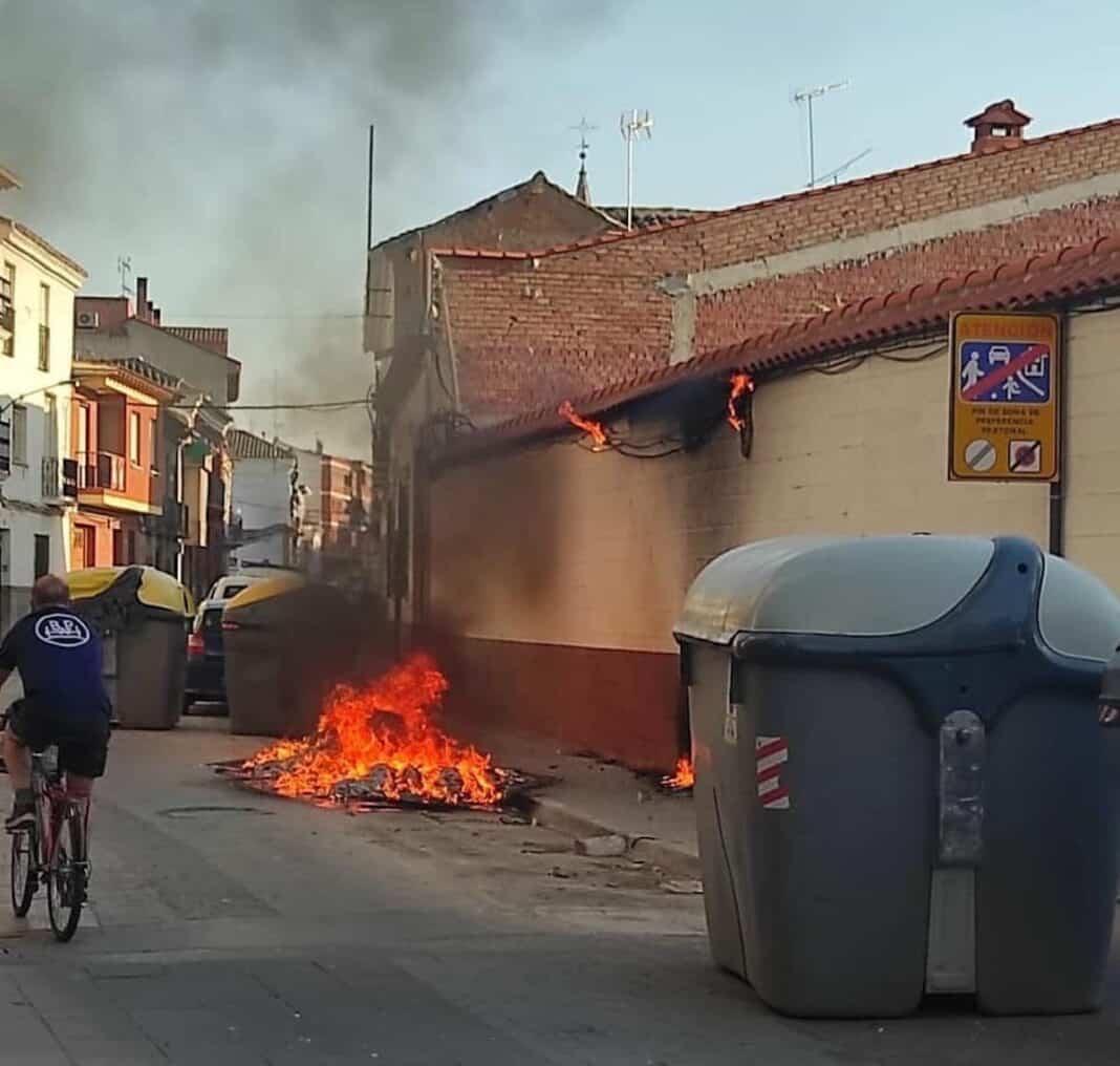 Nuevo incendio de contenedores en la Calle Colón en Herencia 1