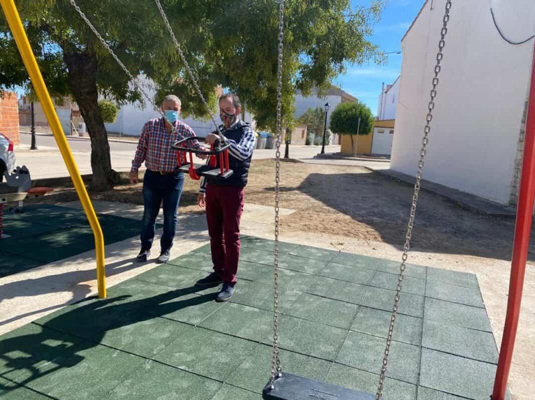 Mejoras en diferentes parques infantiles de Herencia 4