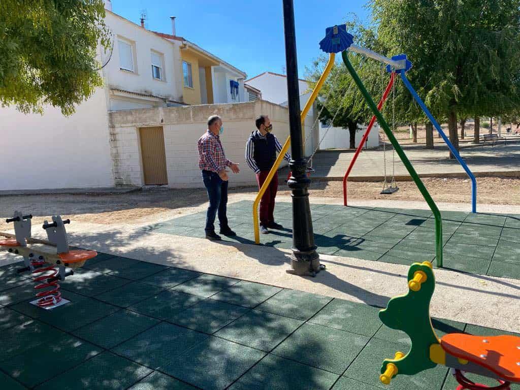 Mejoras en diferentes parques infantiles de Herencia 3